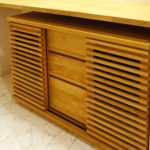 リビングや玄関収納に最適!格子状の扉がお洒落な北欧風のサイドボード(棚)
