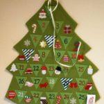 【ニトリ】クリスマスのアドベントカレンダー、がびょう不要で壁に貼り付けられます